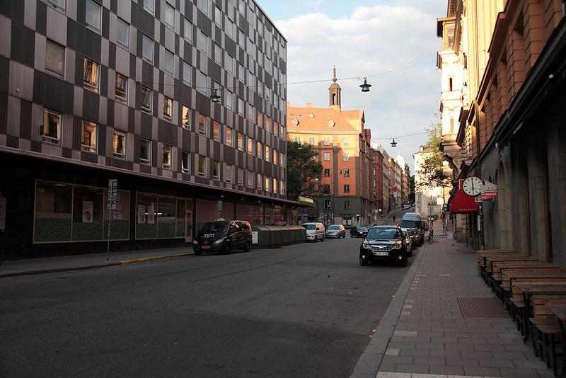 前日にビルの隙間からチラチラ見えて気になっていた教会へ