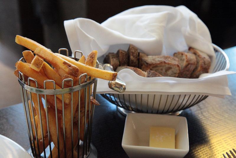 フライドポテトとパン