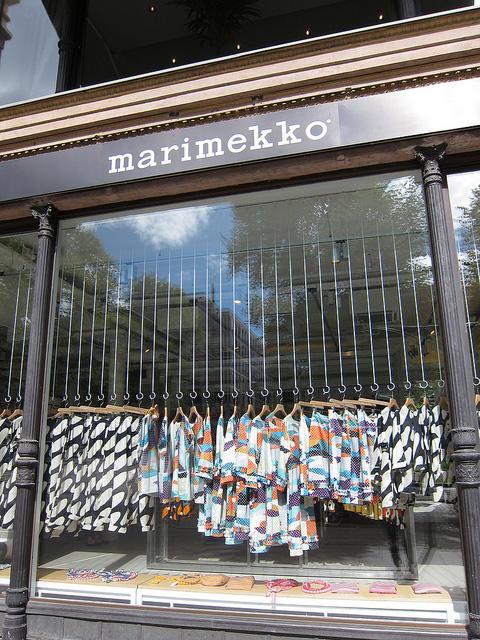 マリメッコ・マリクルマ本店 -1- さすがの品揃えと必見のディスプレイ