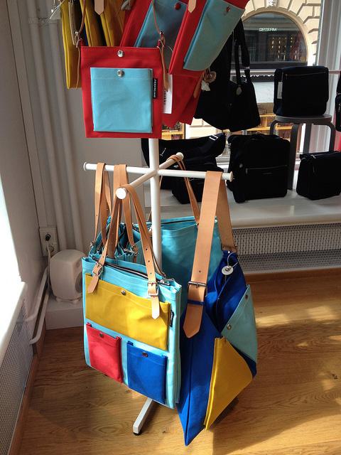 カラフルなバッグ