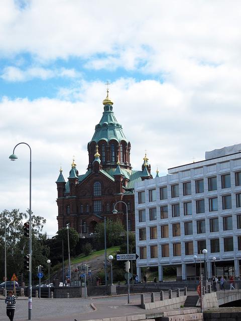 背後にはウスペンスキー寺院