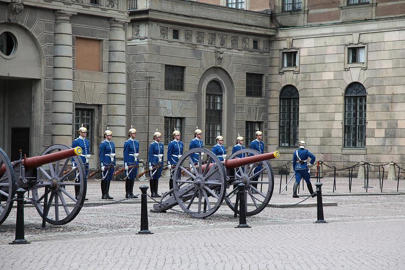 ガムラ・スタンをゆく -3- 王宮で衛兵交代式を見る