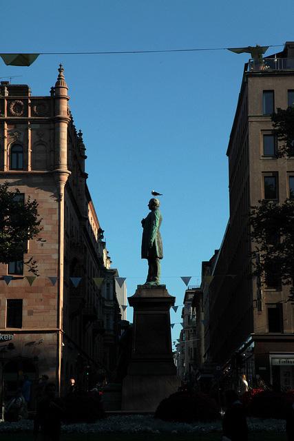 詩人J.L.ルーネベリの像