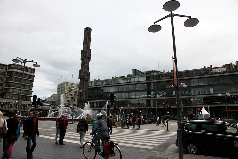 中央駅のセルゲル広場前