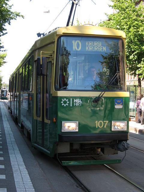 黄色×緑色の車体