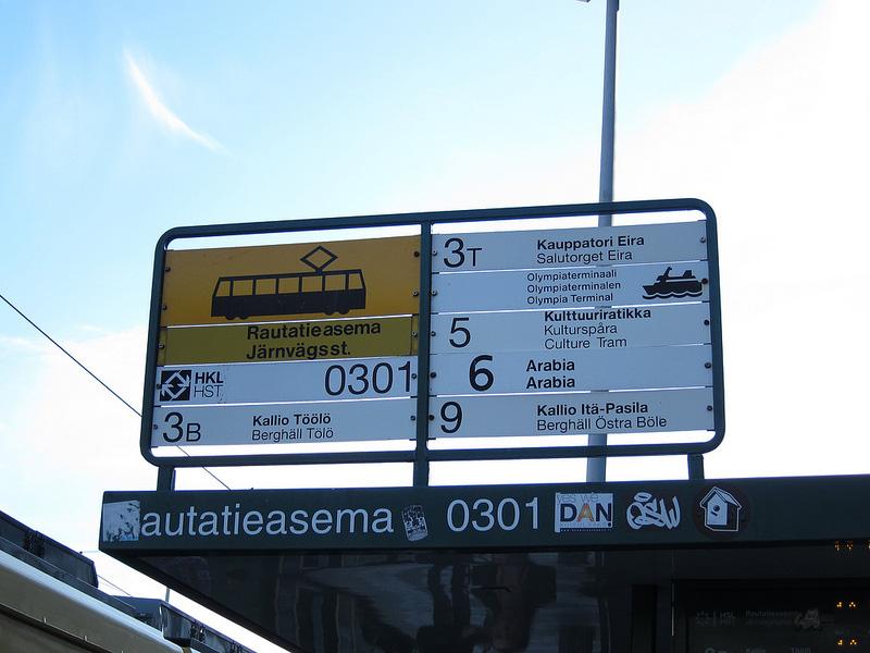 停留所には停車する系統番号が明記してある